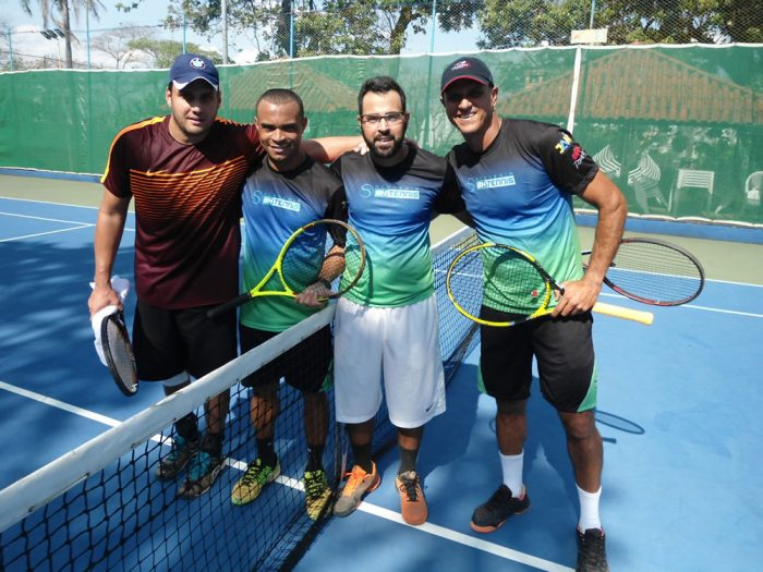 Finalistas Categoria Aberta: Jorge Abreu (camisa marrom), Claudiney Nascimento, Bernardo Coelho e William Lage.